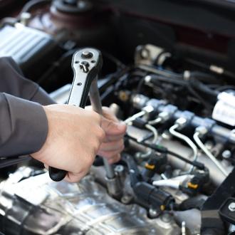 Servicio de reparación y mantenimiento de toda clase de vehículos
