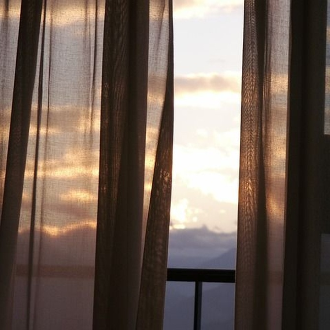 ¿Cómo debemos lavar las cortinas de una casa?