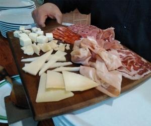 Surtido de embutidos y quesos italianos