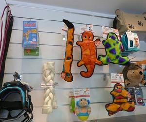 Accesorios, juguetes y chuches para perros y gatos en Alcorcón