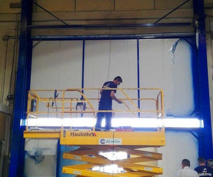 Puerta guillotina industrial de panel