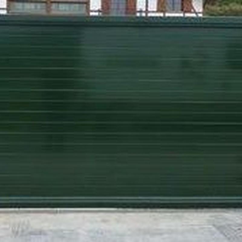 Puerta aluminio soldado lama de 100 mm.