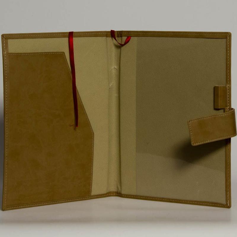 Portafolios PF-01626: Catálogo de M.G. Piel