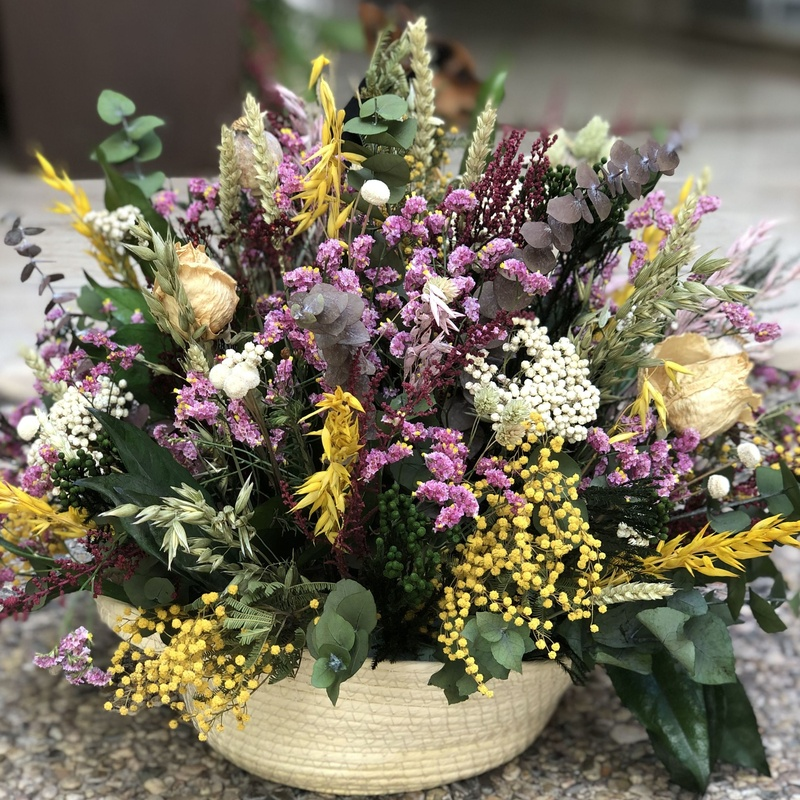 Cesta con flor seca y preservada: Productos de Floristería Miriam
