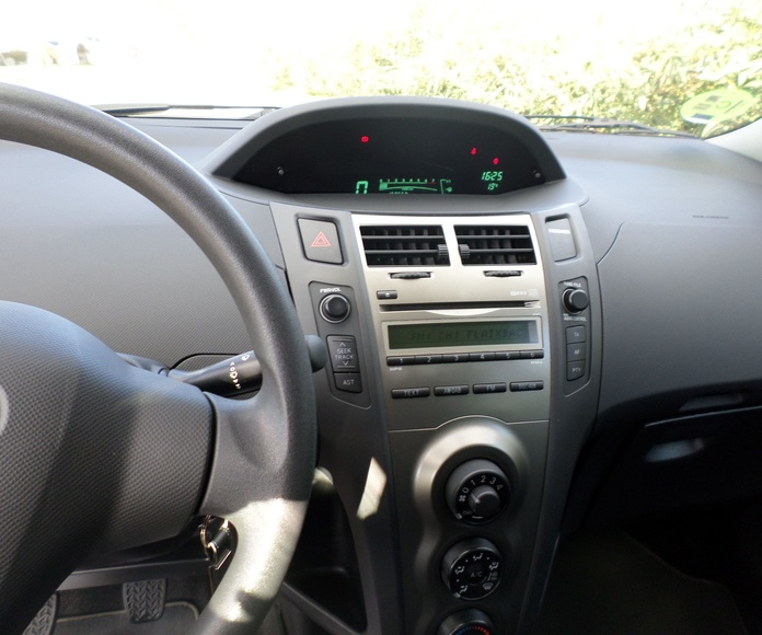 TOYOTA YARIS 1.0 5 PUERTAS 2011 5500 €uros: Servicios de reparación  de Automóviles y Talleres Dorado