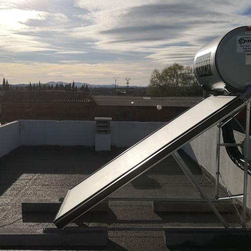 Placa solar térmica sistema termosifón.
