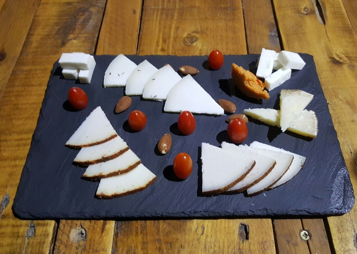 Entrantes y Primeros platos: Especialidades y Carta de Guachinche La Cueva de Chichio