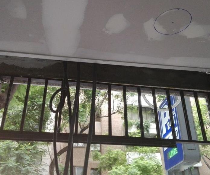 Puerta de cristal corredera automática 1 hoja Panadería montaje viga sujeción oculta