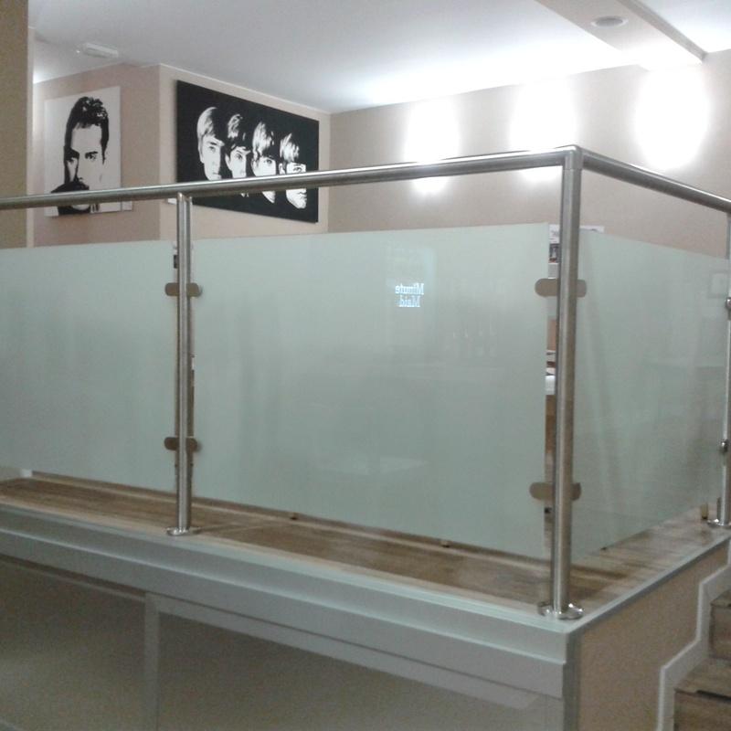 Barandillas y pasamanos: Carpintería de aluminio de Laborda Tecnología del Aluminio, S.L.
