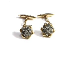 Gemelos en forma de flor en oro de 18k con diamantes. 10-30.