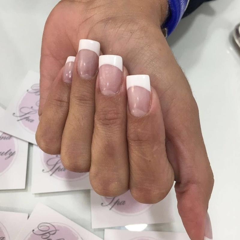 Uñas de porcelana: Servicios de Bellissima Beauty Spa