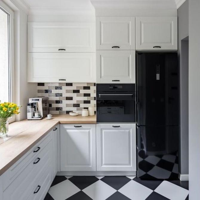 También las cocinas pequeñas pueden ser bonitas y funcionales