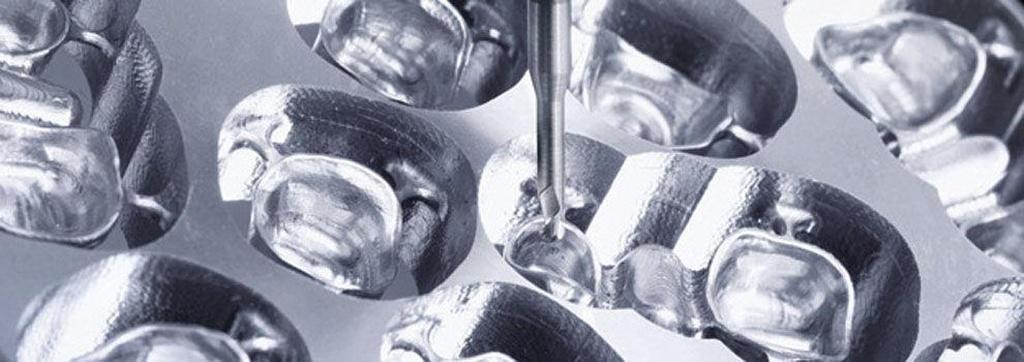 Protésicos dentales en Pinto | Renzo Laboratorio Dental