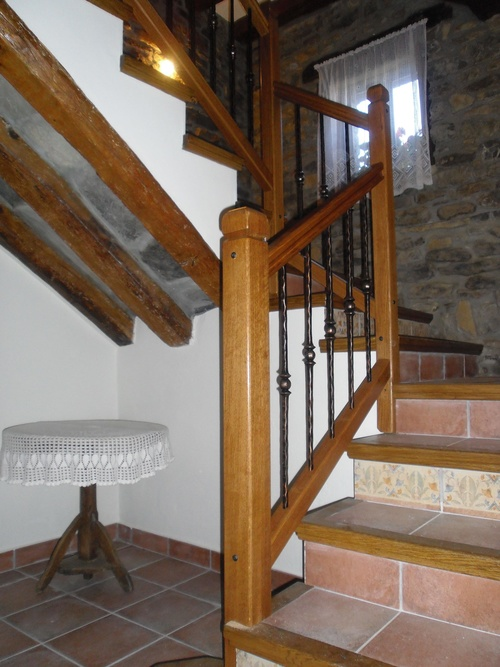 Escaleras y barandillas en madera