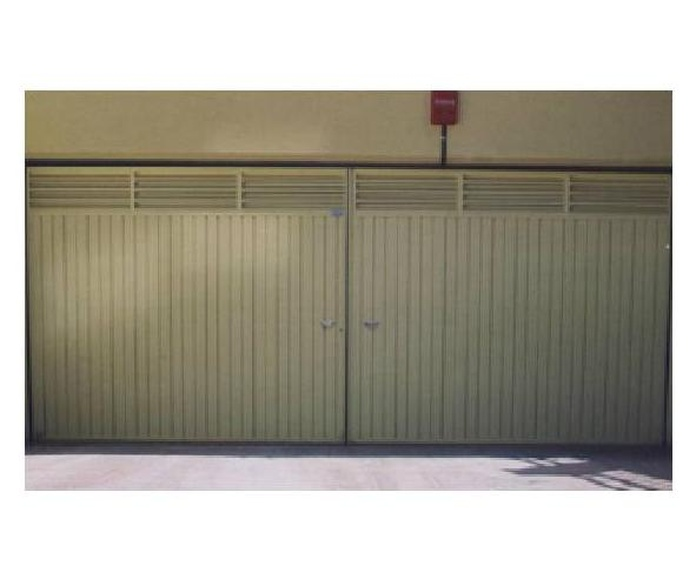 Puerta batiente: Productos y Servicios de Talleres Sibel
