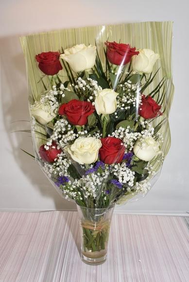 Ramo de 12 rosas bicolor:  de Floristería Contreras
