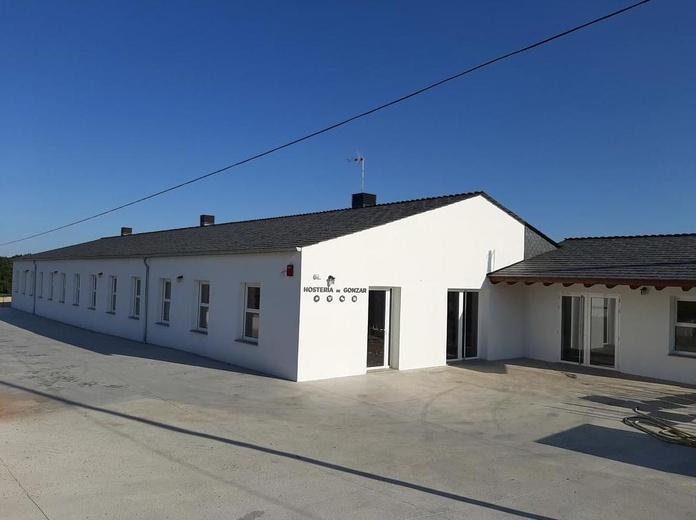 """Albergue-bar """"Hostería de Gonzar"""": Servicios de Alupati Construcciones"""