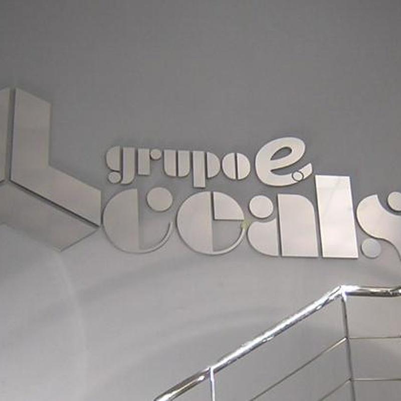 Letras con base en PVC y Frontal en Anodisal PLata Brillo