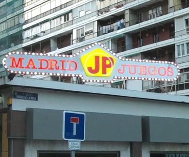 Rótulo luminoso en Madrid