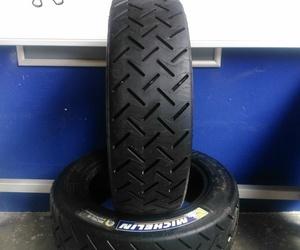 Coches y neumáticos de competición