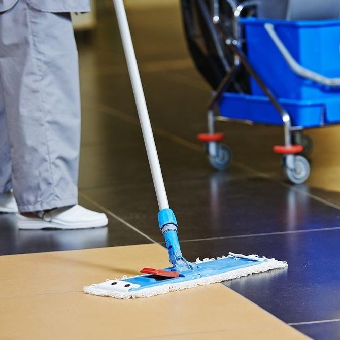 Oficina limpia, trabajadores felices