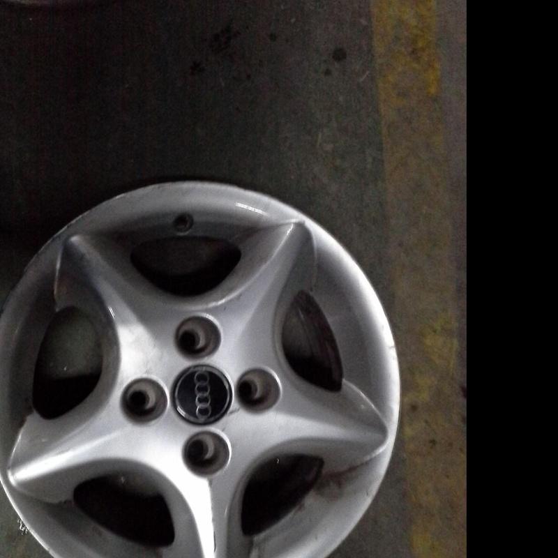 Llanta de aluminio de Audi R-14 de 4 tornillos en Desguaces Clemente de Albacete