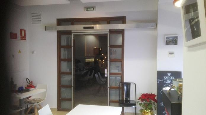 Puerta de cristal automática perfilada Farem Deluxe en sagunto