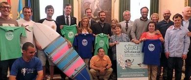 Gijón celebra el primer campeonato de surf para personas con discapacidad.