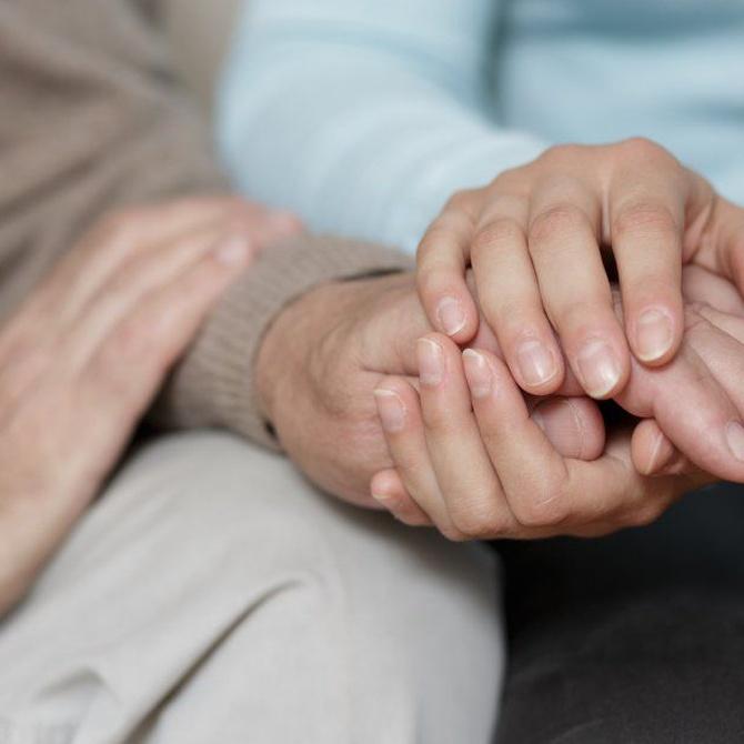 La importancia de cuidar a las personas que rodean al enfermo