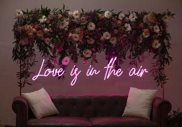 Neón LOVE IS IN THE AIR