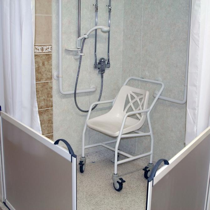 Sillas de ducha: seguridad y comodidad para el momento del baño