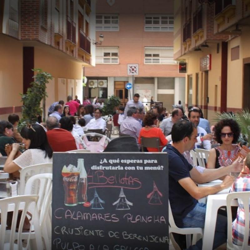 Terraza: Servicios de Cervecería Tapería Cuatro Bellotas