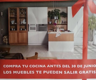 Oferta en puerta lacada blanca ranurada maciza: Servicios de Reformac Sant Boi