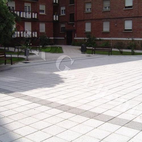 Impermeabilización y colocación de baldosa en patios y terrazas