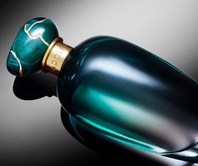 UNICA Bottle Reveal     #nosoyperfectasoyunica, Adolfo Domínguez