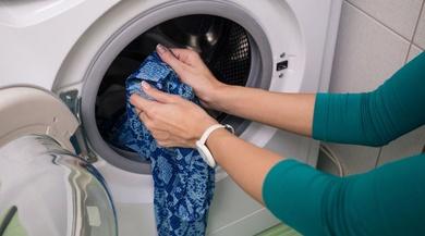 Trucos para arreglar ropa desteñida en la lavadora