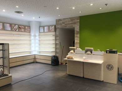 Ultimando detalles de la tienda Yves Rocher