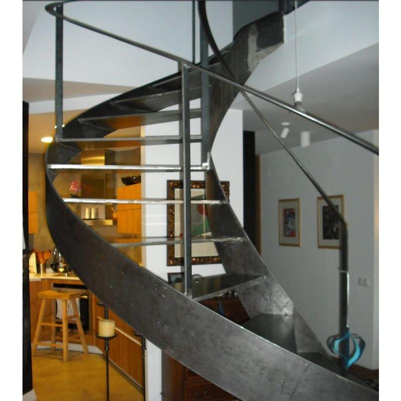 Escaleras metálicas de diseño: Servicios y Productos de Cerrajería Avelino Izquierdo, S.L.