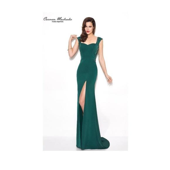 Carmen Machado: Vestidos y complementos   de Caprichos