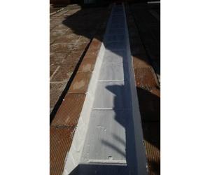 Fotos de la construcción de una habitación en la terraza de un ático