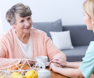 Cuidado de personas mayores a domicilio en Barcelona