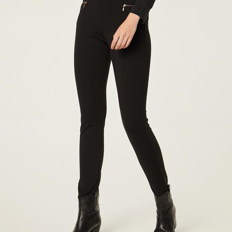 Pantalón pitillo color negro: Catálogo de Manuela Lencería