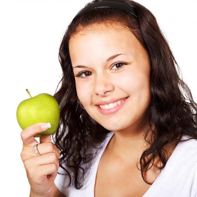Qué alimentos incluir en tu dieta para cuidar uñas y cabello