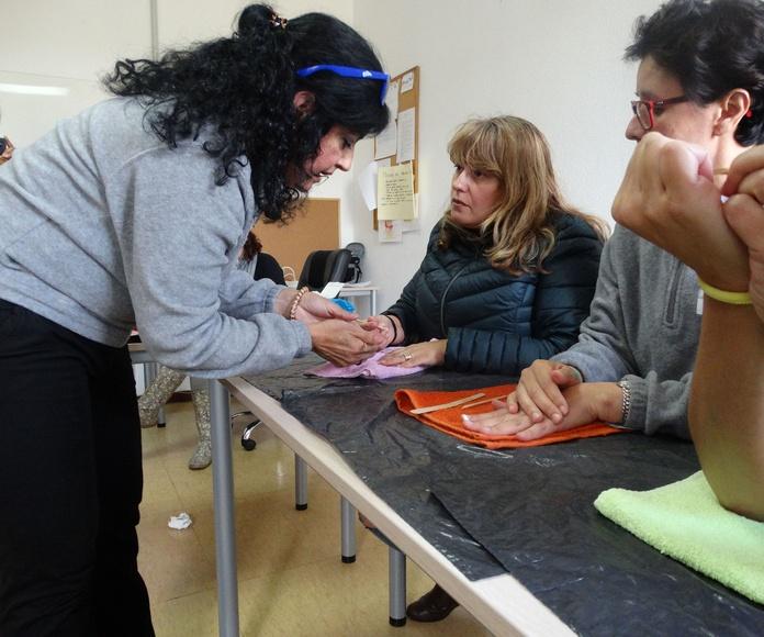 Taller de Manicura: Proyectos y Servicios de Asociación Domitila