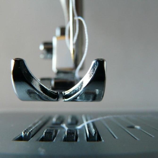 Las puntas de las agujas de la máquina de coser