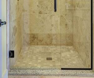 Por qué instalar platos de ducha extraplanos