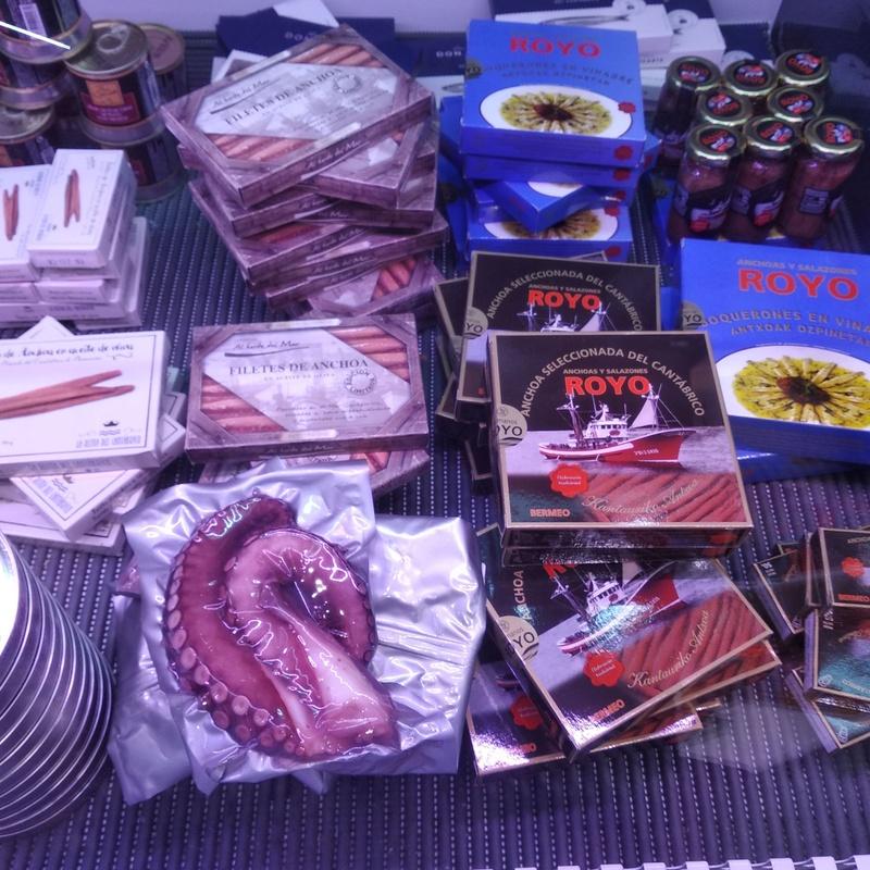 Venta de anchoas delicatessen en Bilbao