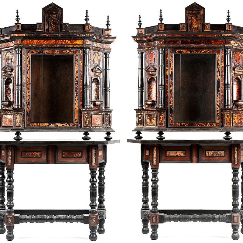 Pareja de escaparates arquitectónicos de carey, S.XVII: Catálogo de Goya Subastas