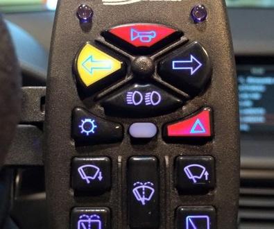 Telecomando de doce funciones. Cabal Automoción Bosch Car Service y Euromobility.