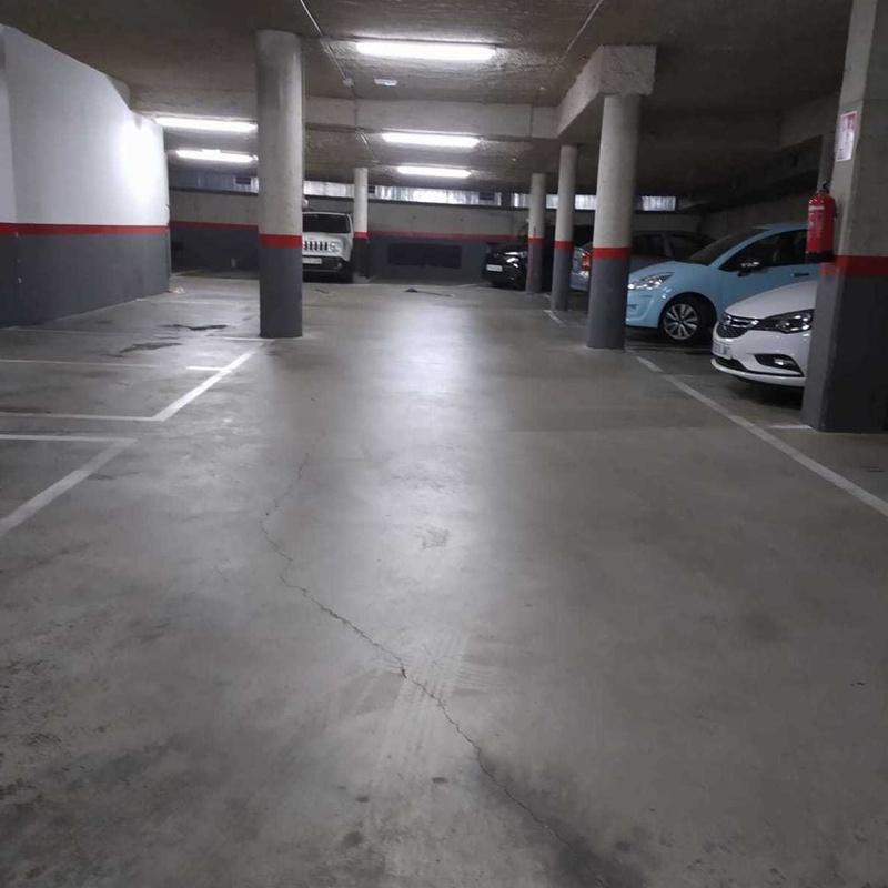 reparación de grietas en el suelo de parking